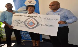 Kumul Petroleum assists Hanuabada Fire Relief Committee with K20,000