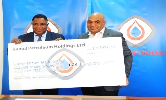 Kumul Petroleum presents K100, 000 to Mt Ulawun disaster relief