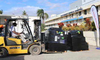 Kumul Petroleum presents Personal Protective Equipment (PPE) to Port Moresby General Hospital