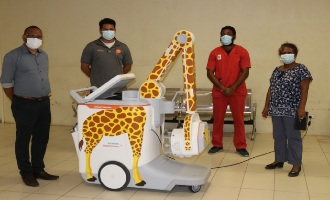 Kumul Petroleum delivers portable X-ray machine to Port Moresby General Hospital